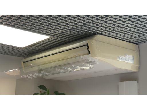 экран для напольно-потолочного кондиционера Руф 1100 мм – фото в интерьере