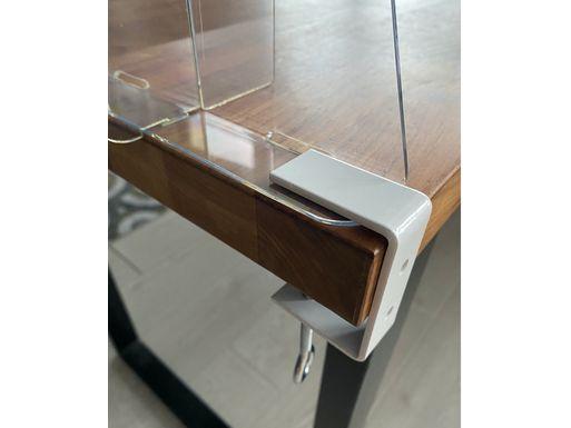 Мобильный противовирусный экран на стол с креплением на струбцину – реальное фото